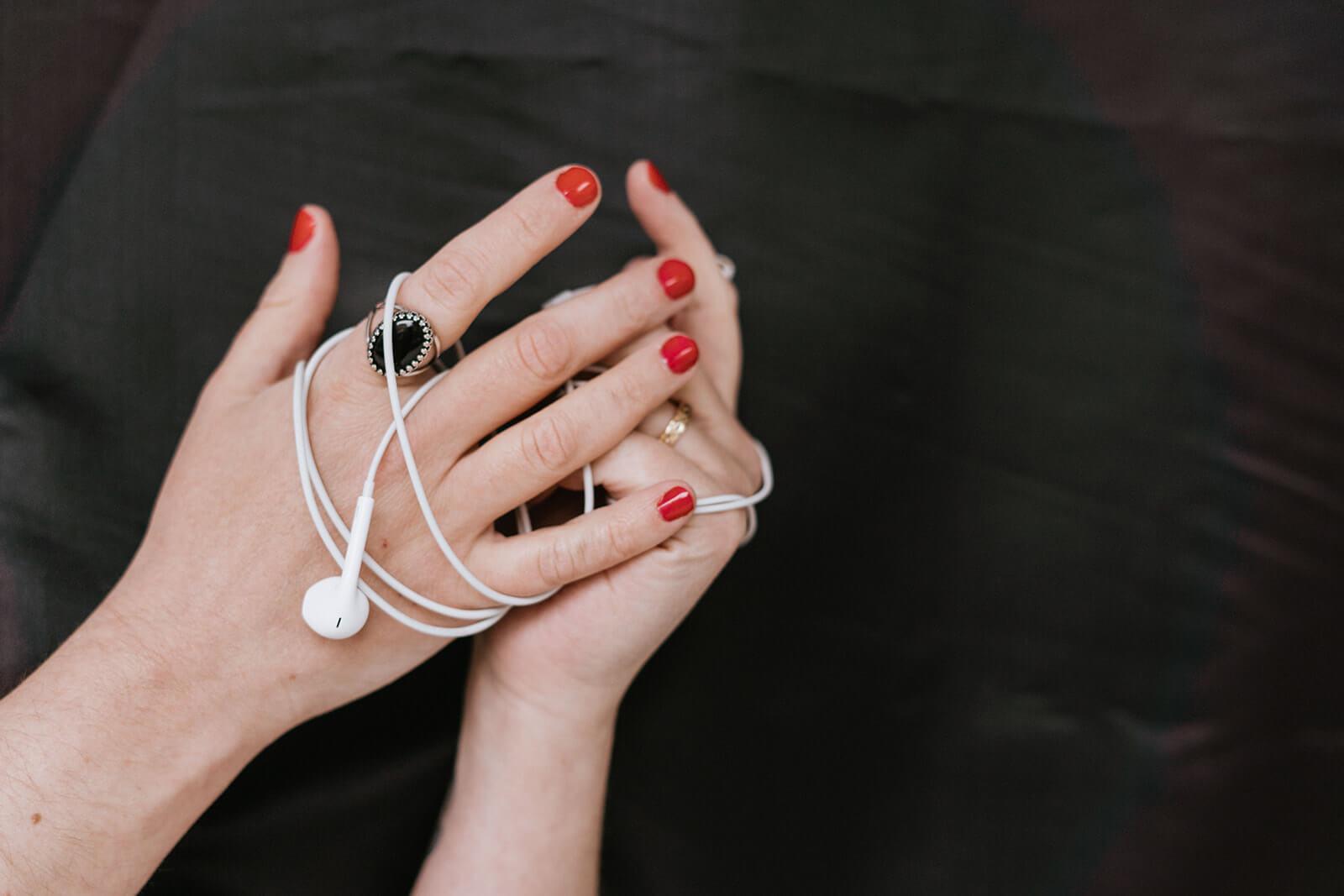 Laura-Calascibetta-graphic-designer-Genova-chi-sono-foto-mani